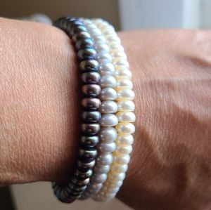 Genuine cultured pearls bracelets